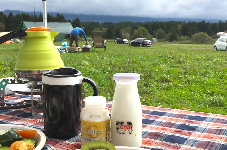 ふもとっぱらキャンプ場で高原モーニング。朝霧高原産直牛乳とヨーグルト!