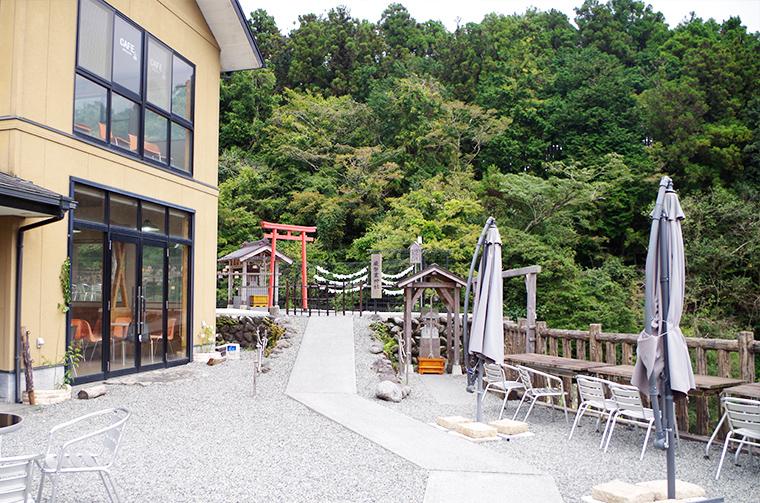 ゆついわむら神社の境内にあるTaki Cafe OTOさん